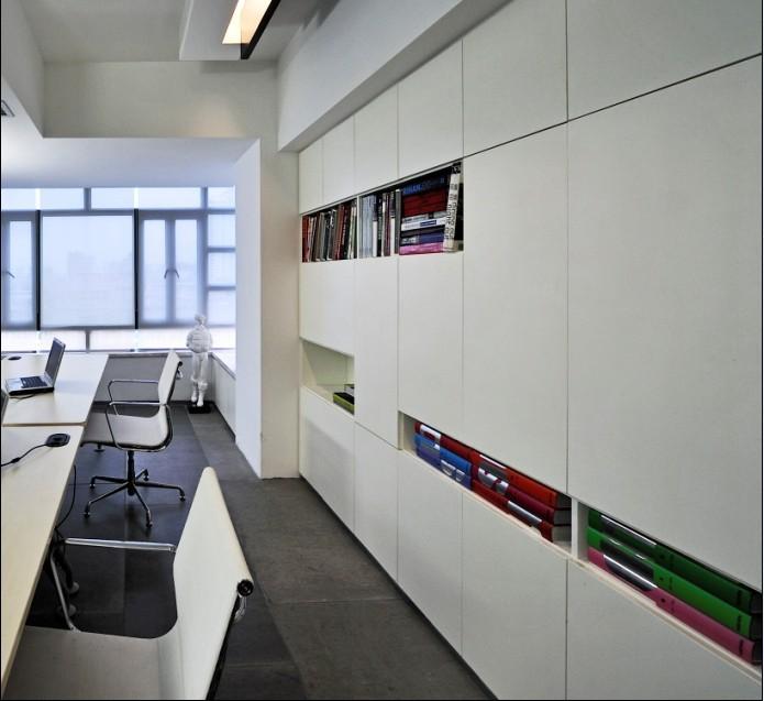 办公室设计在空间分割上设计师也是经过反复推敲