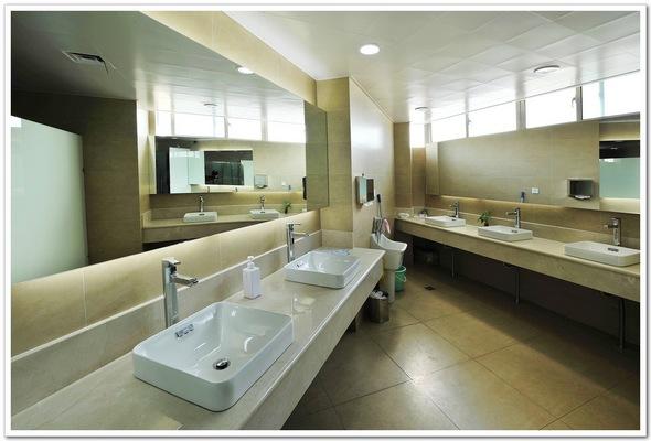 办公室洗手间装修效果图; 卫生间洗手盆柜制品由工厂加工成成品; 洗手图片