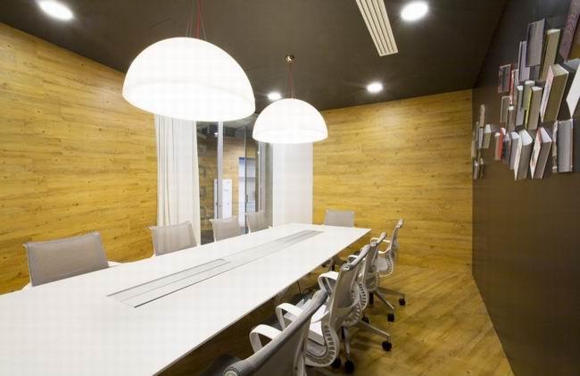 工程案例 办公空间    商务办公室装修是一个很复杂的事情,初步规划