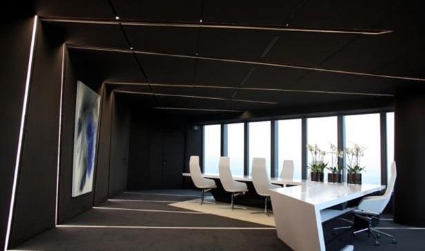 办公室前厅简洁几何形设计,办公室前厅包括前厅、接待区风格是保持一致的现代简约几何形运用的很舒服充满线条感的灯充斥在黑白色调的空间内,像是个整个空间划分区域一样就是这个灯光使整个空间变成几何状,办公家具不也走常规路线全部是棱镜立体感很强的办公家具,则会更衬整个空间,如果在这种空间内摆放常规的办公家具整个空间的氛围就会改变。  办公室前厅简洁几何形设计  办公室前厅简洁几何形设计  办公室前厅简洁几何形设计  办公室前厅简洁几何形设计