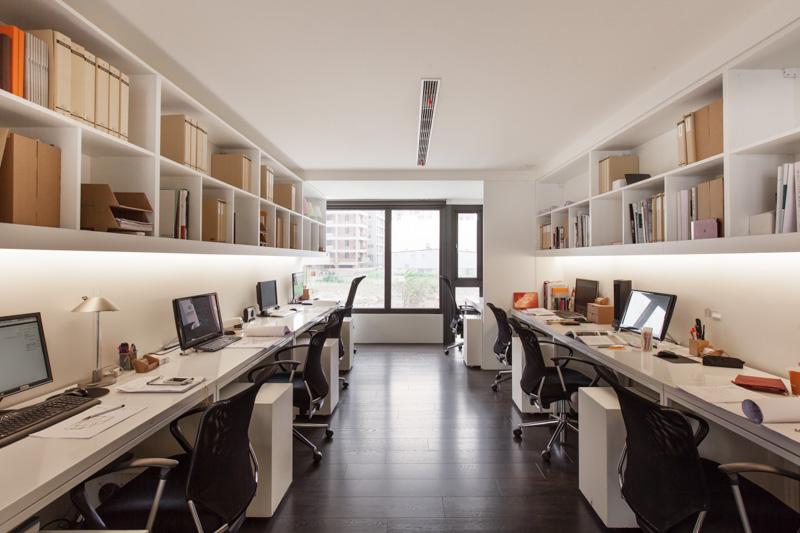 loft辦公室裝修設計辦公區的空間利用率很高
