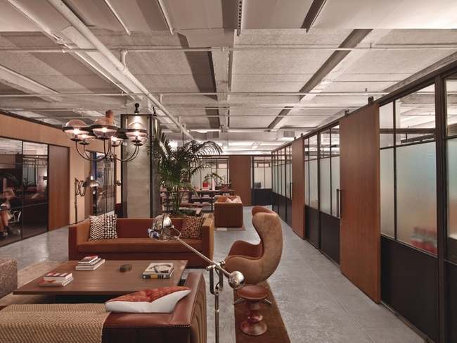 这种一般工业厂房内的工业风装修风格也被设计师运用到办公室设计中