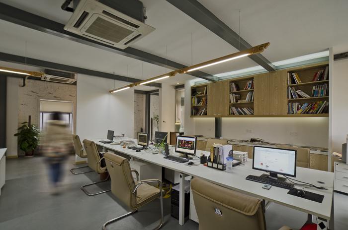 卓越地产办公室装修项目是位于静安区的一个分支机构