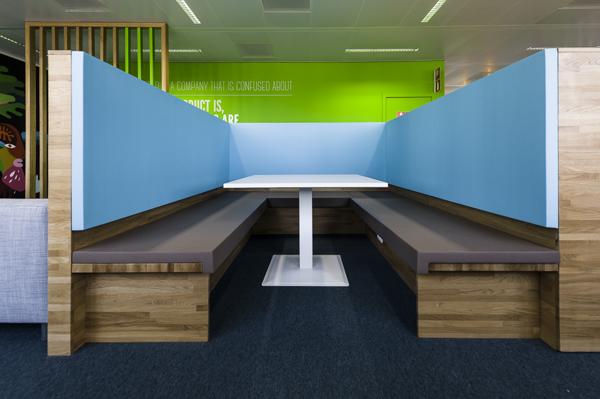 辦公室設計用藍綠色點亮空間