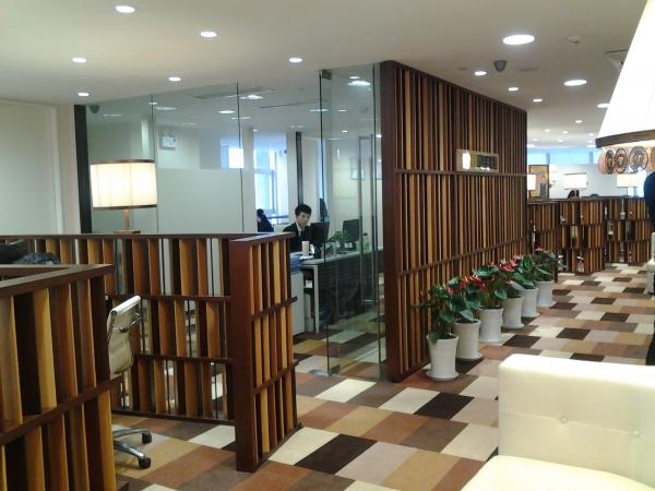 办公室装修 办公空间设计 办公室隔断设计   办公室篱笆墙木质隔断
