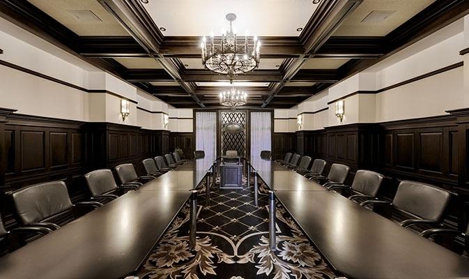 朴素古典会议室装修图,暗红是欧式风格中常见的主色调,少量白色糅