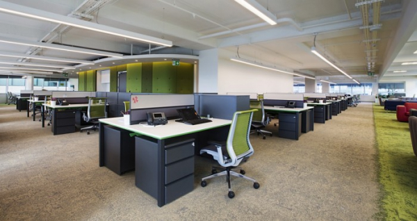 用地毯划分办公室空间设计效果图-办公室设计方案