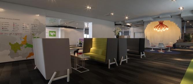 大型办公室装修效果图