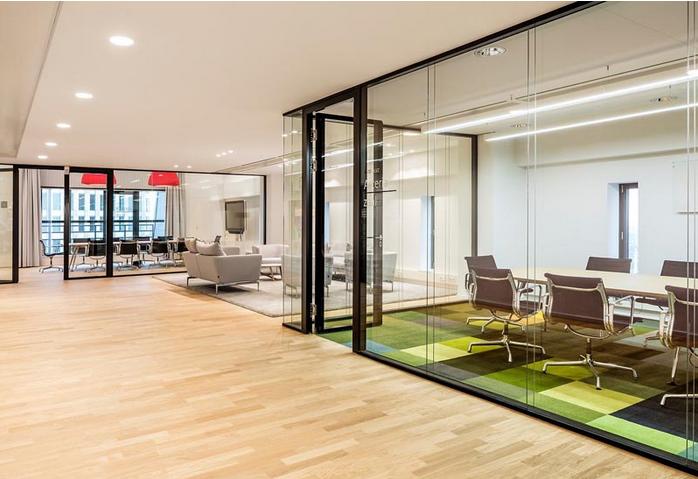 办公室装修 工程案例 办公空间     大型办公室设计地毯绚丽亮瞎眼