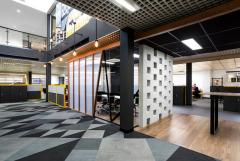 两层楼建筑工程办公室